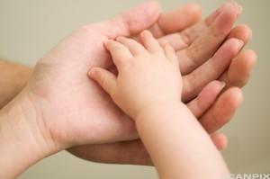 Husk at barnet lærer av deg hvordan det skal bli som voksen... Bildet er lånt av: Royalty-Free/Corbis