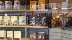 Geir har hatt tett kontakt med bokhandlernorge som har vært rause med å ta inn Kledd naken og framsnakket den.