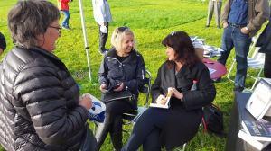 Geir ordnet en ekstra lanseringsfest for meg i handlingens hjembygd Øystese, og inviterte likegodt forfatter Marit B. Reiersgård som bokbader.