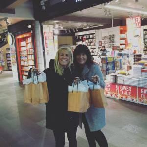 Geir, som hater kjøpesentre, trålet Oslos gater på kryss og tvers en hel lørdag for å besøke mest mulig bokhandlere med gratis leseeksemplar. To jenter+ butikker betyr mange stopp på veien.